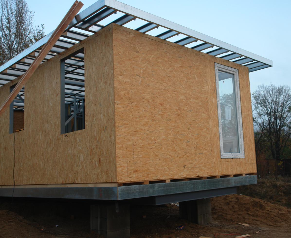 Photo of Mobilház külső OSB burkolatának felszerelése a falakra, valamint a tetőszerkezetre